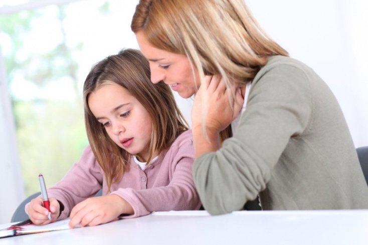 Родители делают уроки вместо малыша