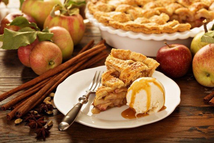Старые рецепты: история происхождения шарлотки с яблоками