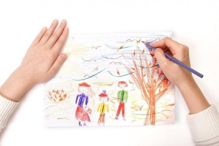 Складываем рисунки малыша в папку