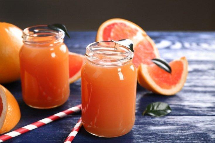 Грейпфрутовый напиток с лаймом и сиропом шиповника