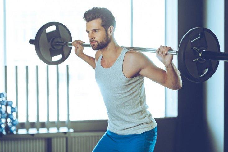 Занятия фитнесом со штангой