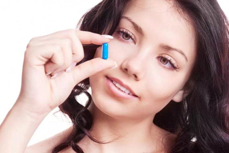 Прием таблеток для сна