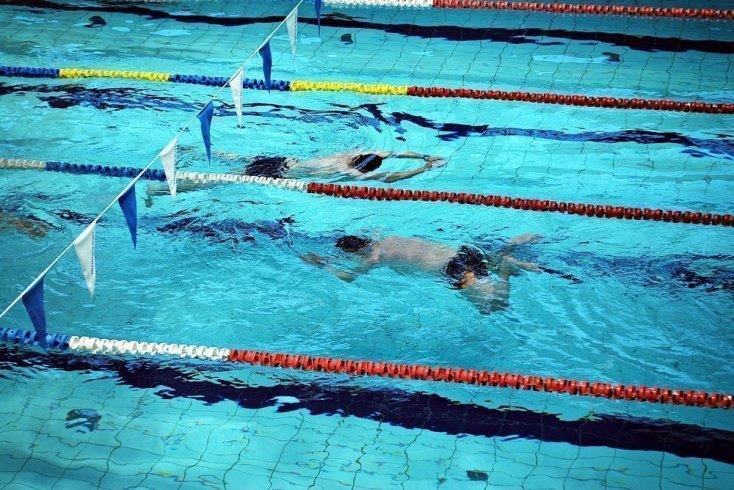 Польза физической нагрузки в бассейне при плавании брассом