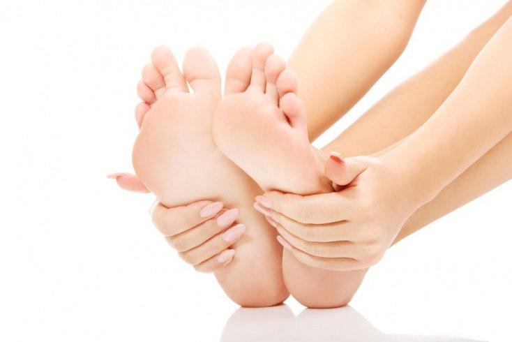 Когда потливость ног — не косметическая проблема