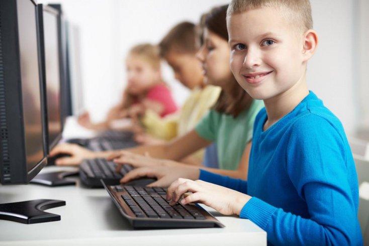 Стоит ли родителям позволять ребенку проводить много времени за компьютером или телефоном?