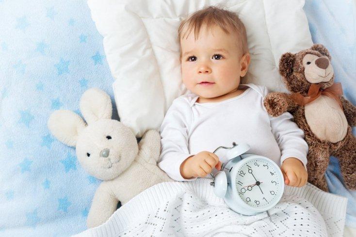 Если утром не надо рано вставать, то не имеет значения, во сколько уложили ребенка вечером