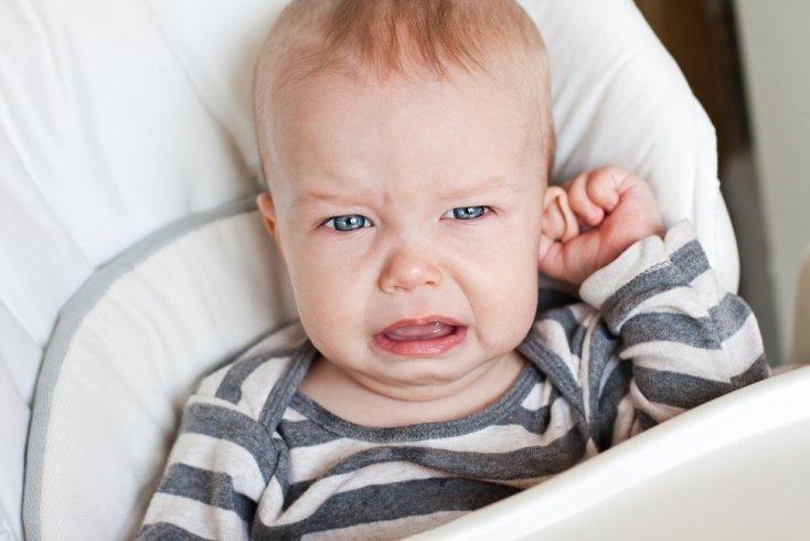 Признаки ОСО: боль, гной в ухе