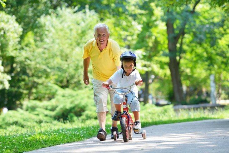Распределение ролей: чему научат бабушка с дедушкой?
