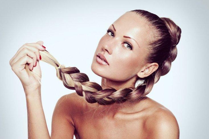 Заплетите волосы