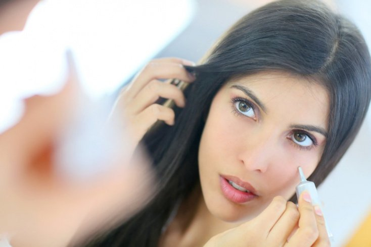 Для маскировки дефектов кожи пригодится зеленый консилер