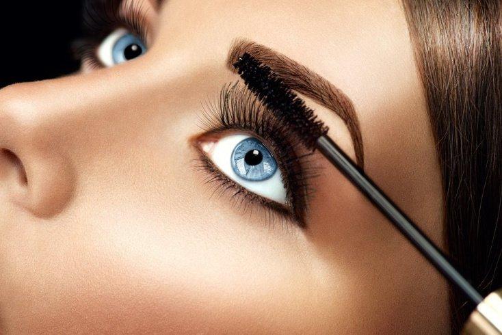 Не смешивайте несколько продуктов для макияжа глаз