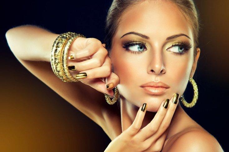 Золото: универсальные тени для смуглой кожей