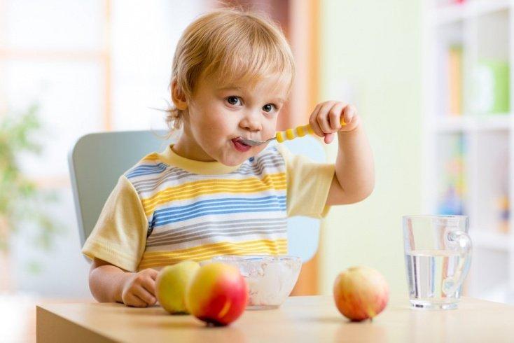 В каком возрасте проявляется леворукость ребенка?
