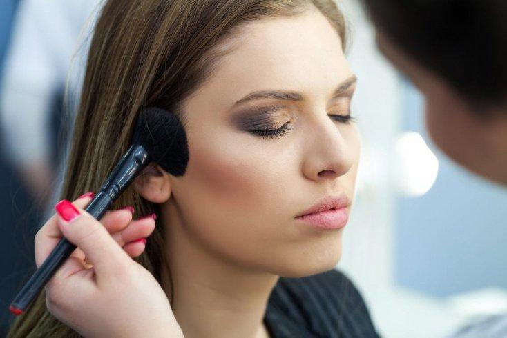 1. Органический макияж под вопросом