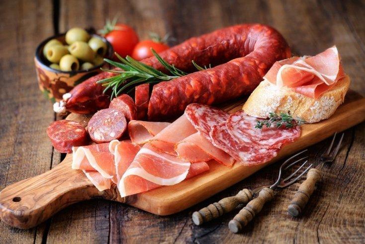 Вред при простуде полуфабрикатов, колбасных изделий и фастфуда