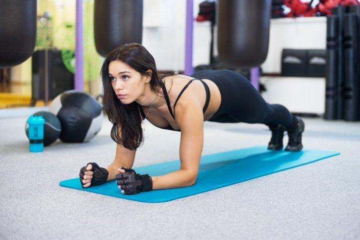 Как построить план тренировки по фитнесу для мужчин и женщин
