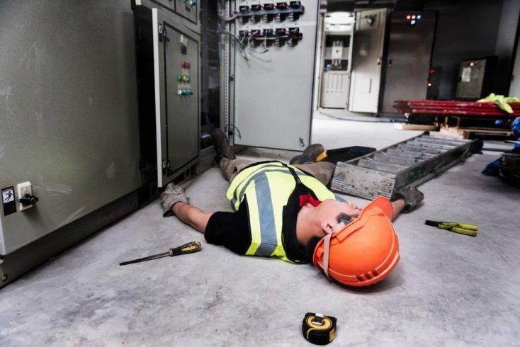 Причины травмы: контакт с электричеством