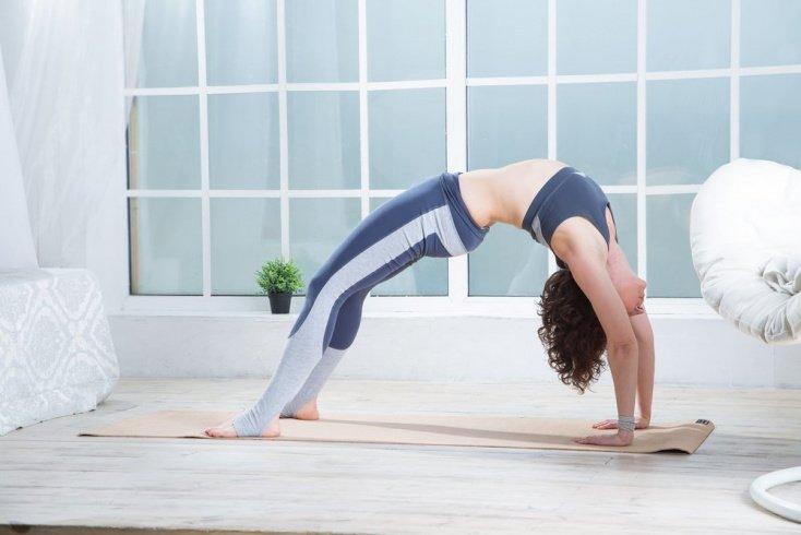 Утренняя фитнес-тренировка: упражнения для зарядки