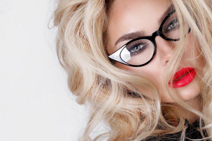 Красный: для блондинок со светлыми кожей и глазами