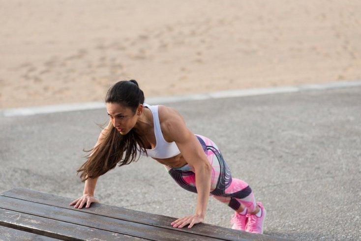 Занятия фитнесом с собственным весом для грудных мышц