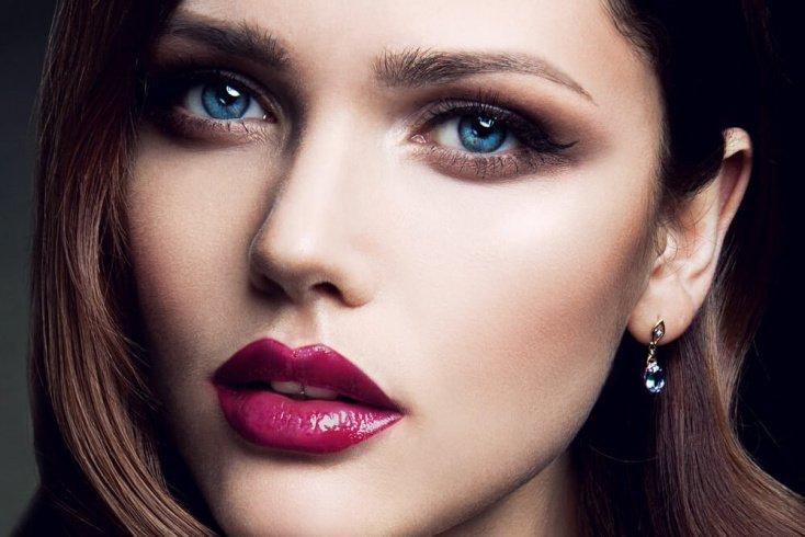 Сделайте макияж с акцентом на губы