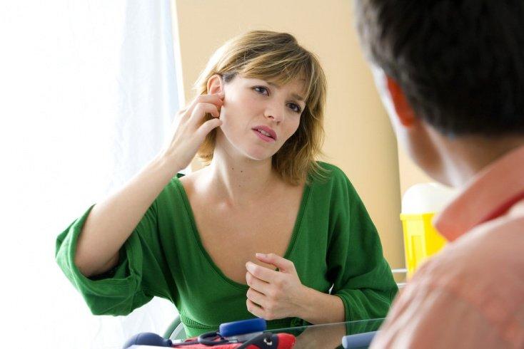 Шум в ушах: когда стоит записаться к врачу на прием?
