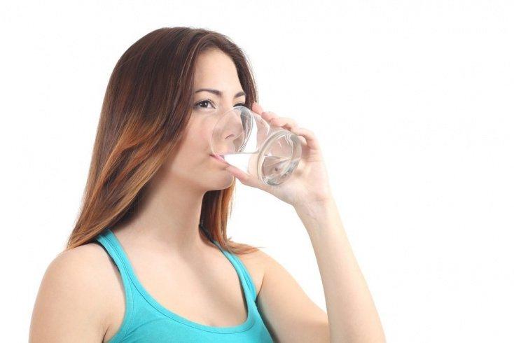 Пейте много чистой теплой воды