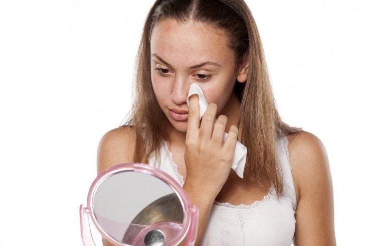 Салфетки для демакияжа: когда нет времени удалить косметику