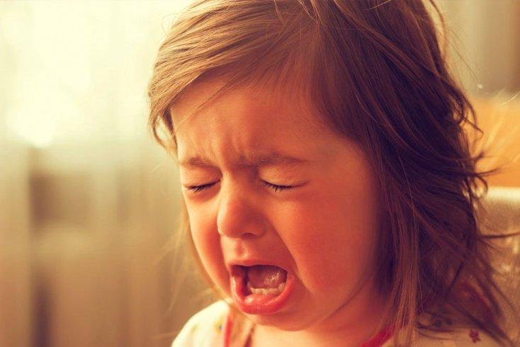 Что делать, если ребенок плачет?