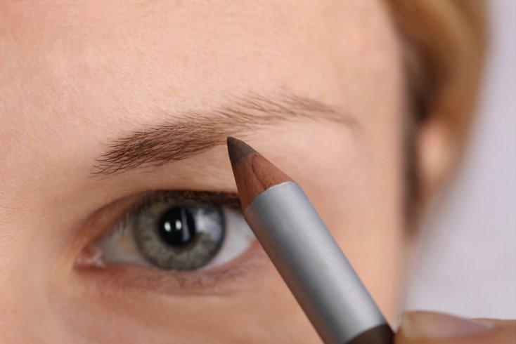 Чем можно заменить такую косметику, как карандаш для бровей?