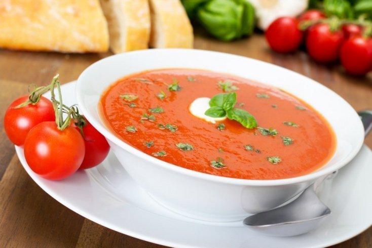 Рецепты блюд для всей семьи: томатный суп с фасолью и оливками