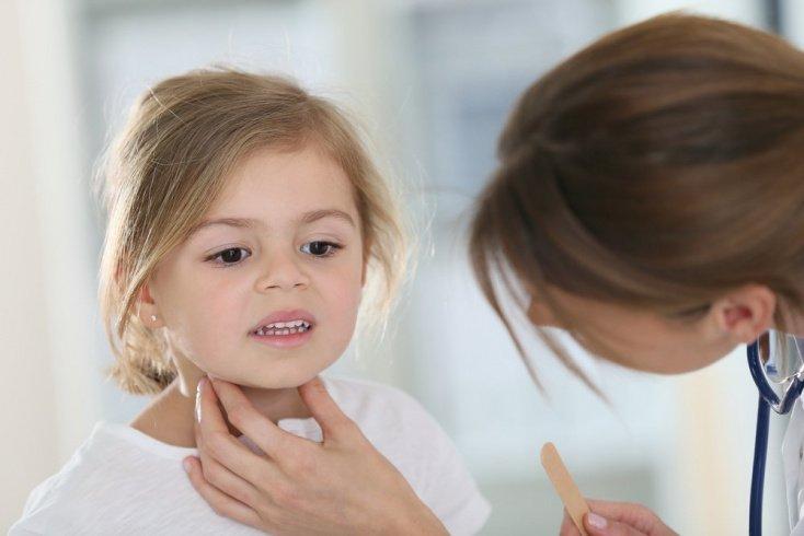 Если малыш не может прополоскать горло