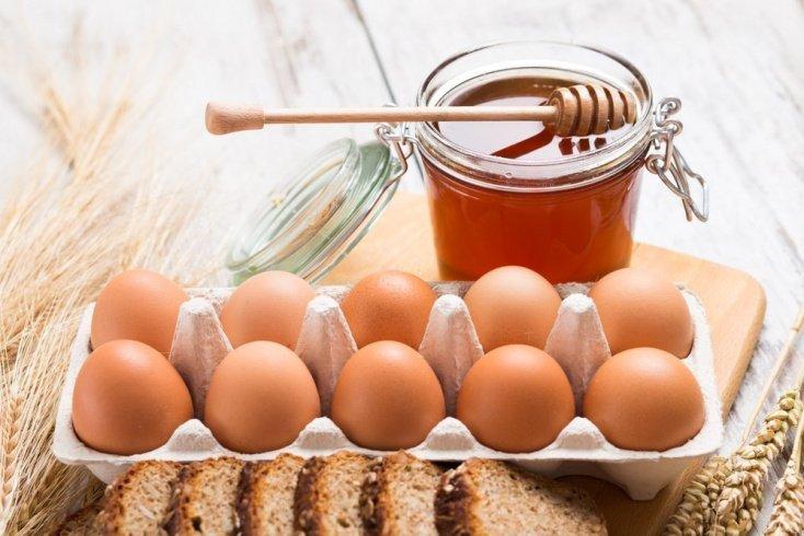 Желток и мед для красивых ногтей и рук