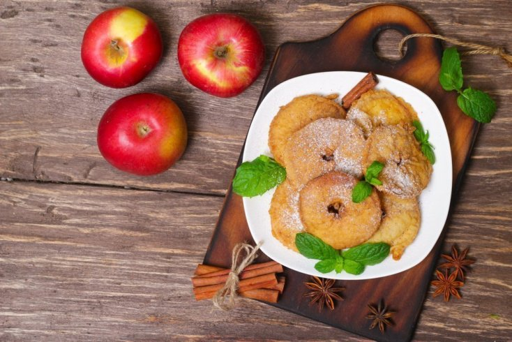 Простой рецепт яблок в кляре
