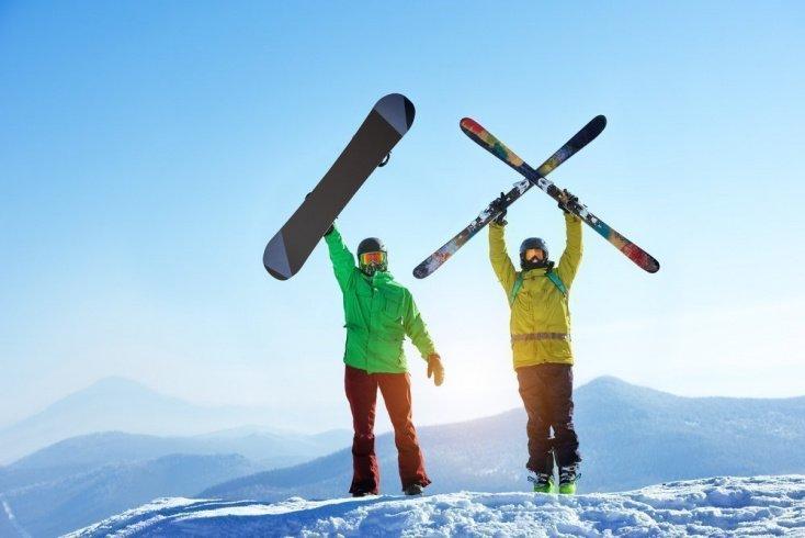 Сноуборды и горные лыжи