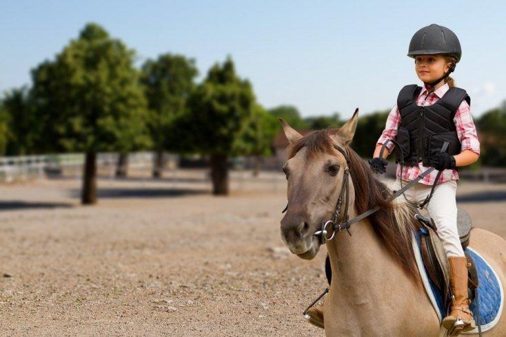 Стоит ли учить ребенка верховой езде?