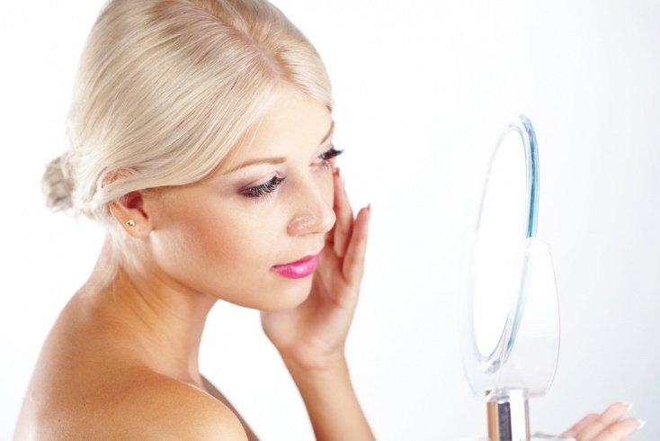 Причины отечной кожи под глазами со стороны здоровья