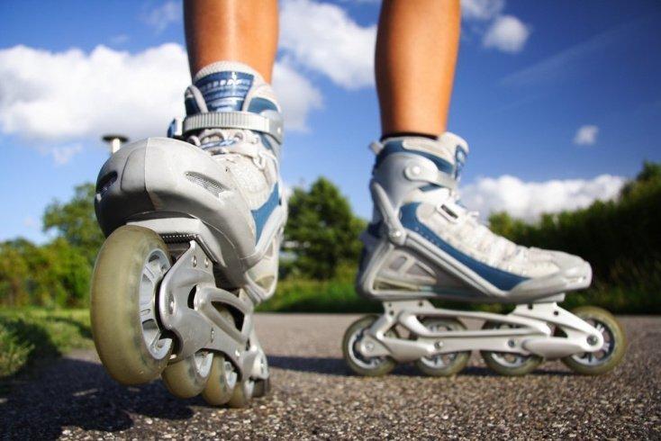 Активные фитнес-тренировки: велосипед и ролики