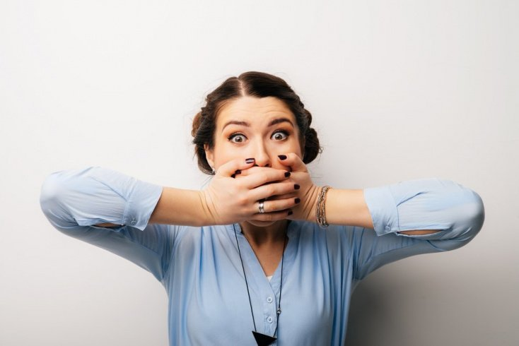 Неприятный запах изо рта — проблема в дисбактериозе