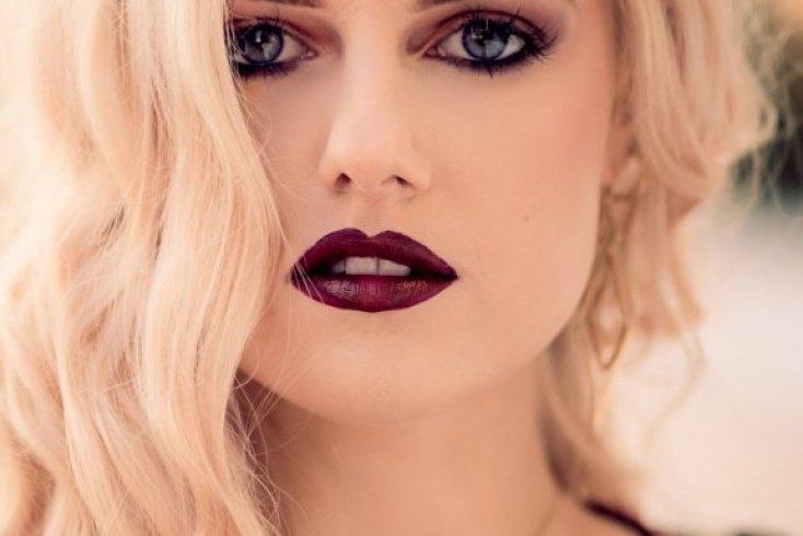 Винная губная помада Источник: alphacoders.com
