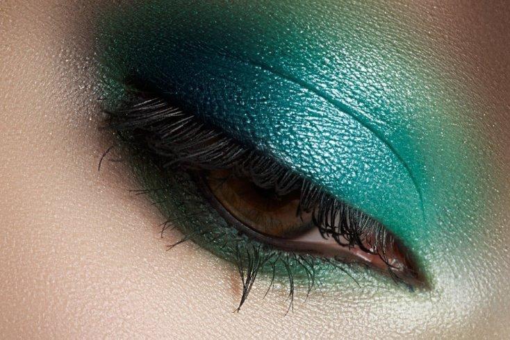 Макияж глаз с зелеными тенями
