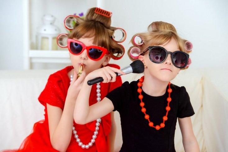 В каком возрасте ребенок начинает подражать взрослым?