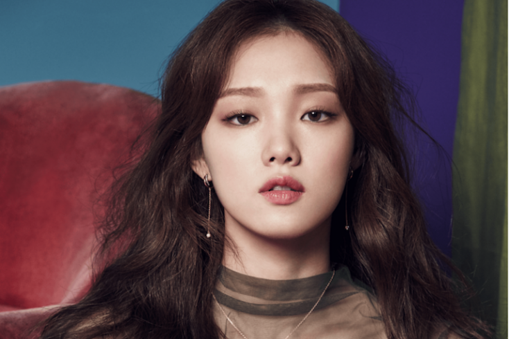 3. Корея: фарфоровая кожа и пронзительный взгляд Источник: herbeauty.co