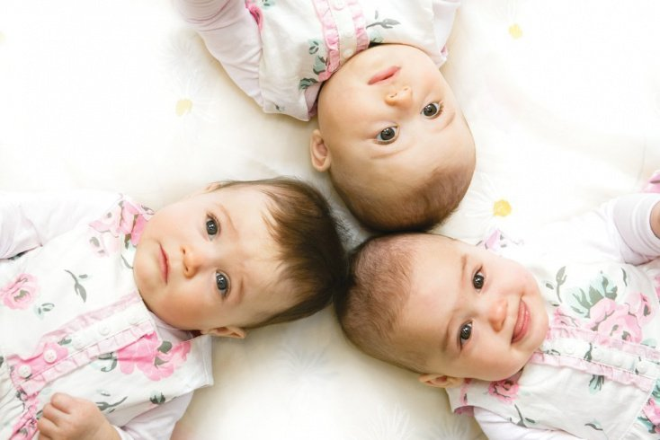 Тройная радость: легко ли быть мамой