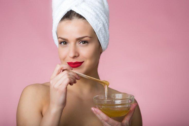 Польза меда и яиц в уходе за волосами