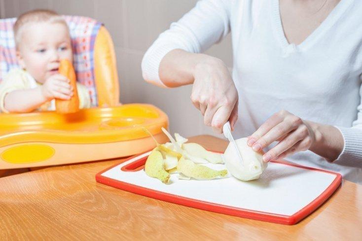 Когда вводить в детское питание грушу?