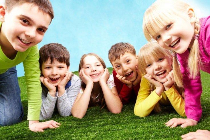 Позитивные проводы: оптимальный возраст детей для поездки в лагерь