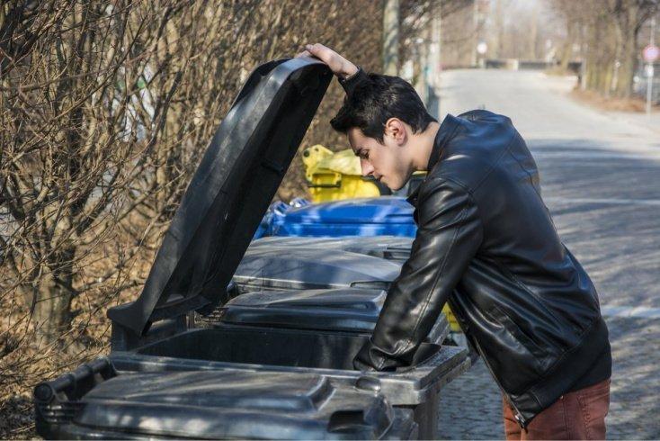 Зачем прыгать в мусорный бак?