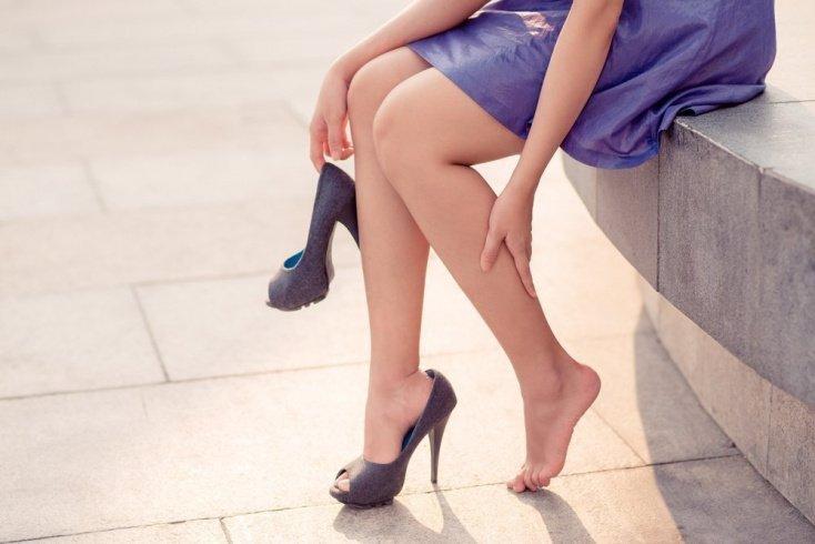 Красота и здоровье: какие элементы гардероба могут вызвать боль в спине?