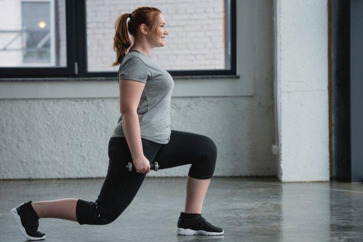 Упражнение «Выпады» для проработки ног